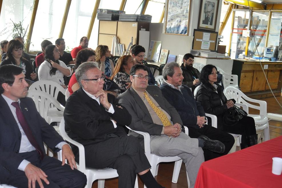 Ing. Mario Félix Ferreyra, decano de la UTN, Facultad Regional Río Grande, junto al vicedecano, ing. Francisco Álvarez