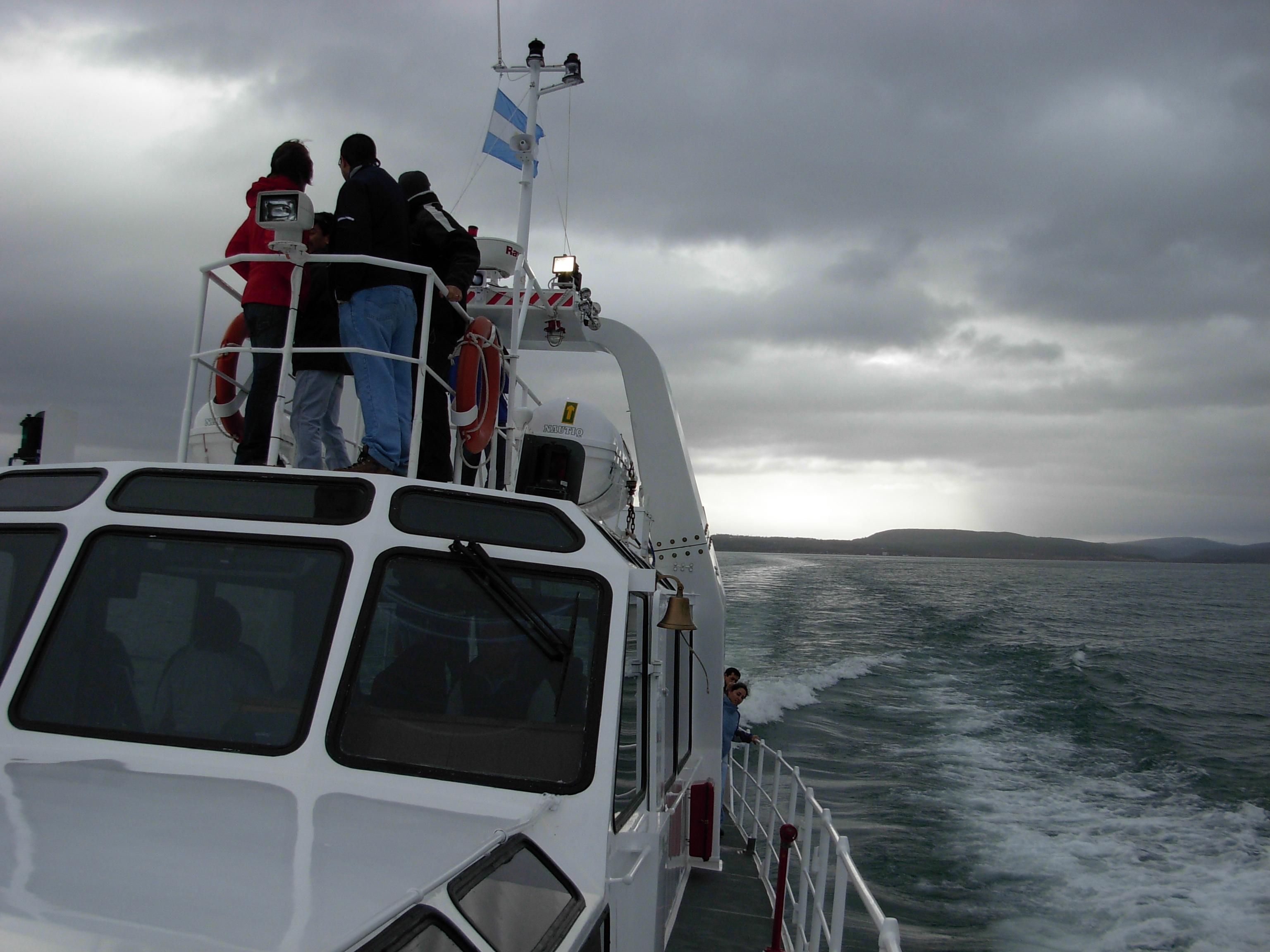 Catamarán de la empresa Fernández Campbell.