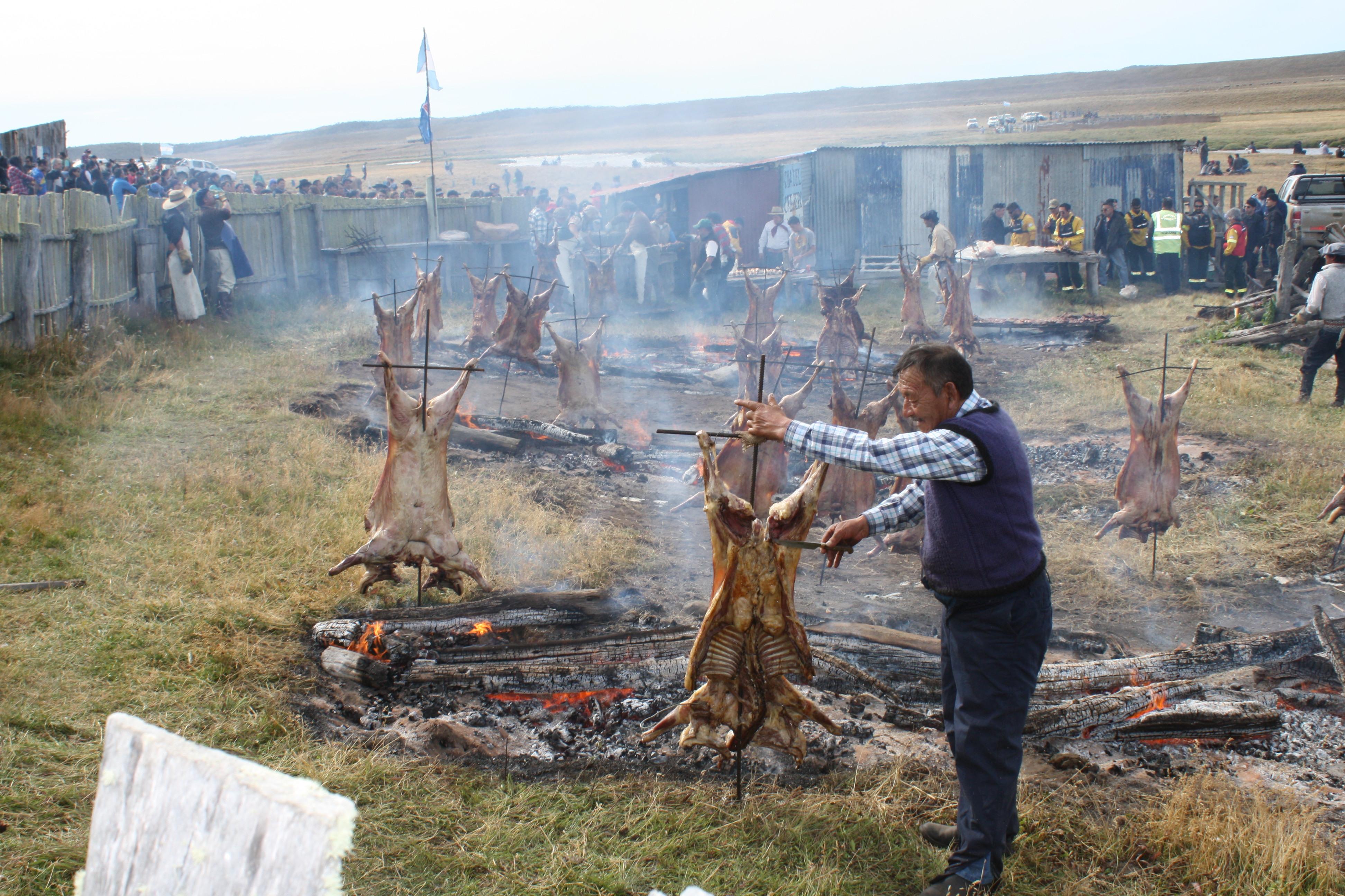 Como siempre, el evento tiene al asado de cordero patagónico como uno de sus principales atractivos.