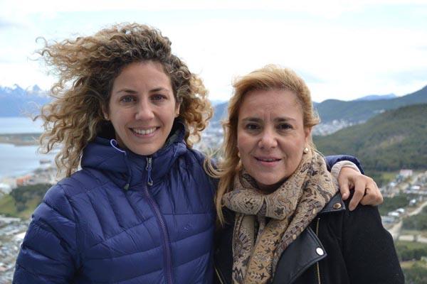 Mariana Massaccesi, coordinadora de Voces Vitales Argentina, participó de la primera edición en el Fin del Mundo. En la imagen, junto a la senadora Miriam Boyadjián durante la caminata.
