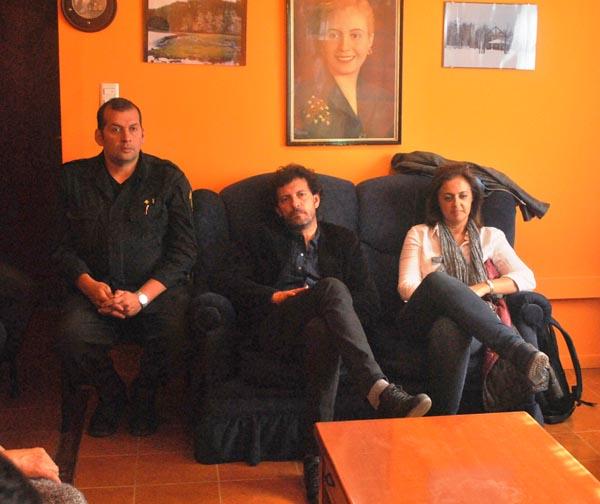 Los funcionarios nacionales se fueron satisfechos de la reunión.