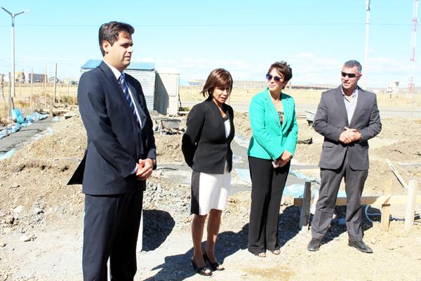 La presidenta del Colegio Público de Abogados, la Dra. Eva Morales, junto a integrantes de la Comisión Directiva, dieron inicio formal a la construcción de la sede de dicha entidad.