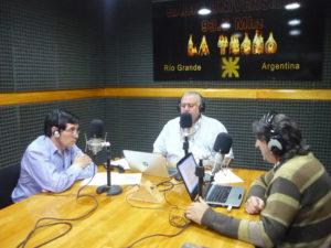 El Licenciado Carlos Cabral visitó los estudios de Radio Universidad (93.5)