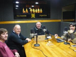 El estudiante Facundo Cejas junto al Ingeniero Daniel Ciuró, Carlos Clark y Abraham José.