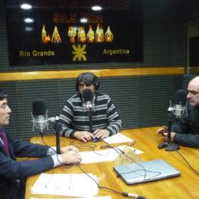 Los licenciados Fabio Seleme y Carlos Cabral, visitaron los estudios de Radio Universidad (93.5 MHZ)