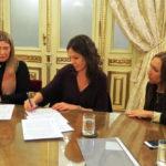 Bertone firmó la adhesión de la Provincia