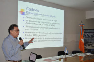 El ingeniero Walter García, jefe de usina de la Cooperativa Eléctrica de Río Grande, dio detalles del aumento de tarifas de luz, que se hará progresivamente y a lo largo de siete meses, hasta llegar al 166% en febrero de 2017.