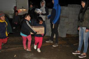 Estudiantes donaron 600 litros de leche a un comedor comunitario.