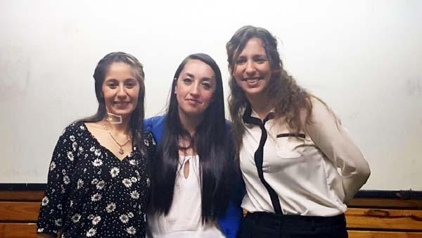 Tres jóvenes mujeres y empleadas fabriles, lograron este jueves aprobar sus tesis finales y se recibieron de Ingenieras Industriales en la Facultad Regional Río Grande de la Universidad Tecnológica Nacional. Se trata de María Rosa Leaniz, empleada de BGH de Río Grande; Sara Díaz Ulloa empleada de MIRGOR y Fernanda Belén Recky, empleada de Newsan de Ushuaia.