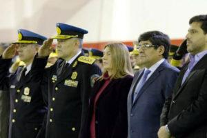 El jefe de la Policía de la Provincia, comisario Nelson Moreira, junto al subjefe comisario Ismael Torres, acompañados de la gobernadora Rosana Bertone
