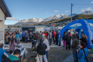 Más de 800 kilos de productos fueron ofrecidos por los pescadores artesanales de la zona, entre ellos, cholgas, almejas y róbalo.