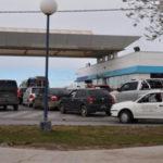 Por el paro de Camioneros se generaron largas colas en las estaciones de servicio