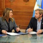 Bertone firmó acuerdo para la construcción de 240 viviendas en Río Grande