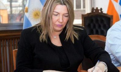 """La mandataria provincial Rosana Bertone recordó """"el apoyo que hemos recibido de otras áreas del gobierno a las industrias de Tierra del Fuego, como por ejemplo incluirnos en el Plan de fabricación de celulares 4G""""."""