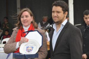 El ministro de Agricultura, Ganadería y Pesca de Tierra del Fuego, Emiliano Olmedo, y la presidenta de la Asociación Rural de la Provincia, Lucila Apolinaire rubricaron un importante acuerdo para la puesta en marcha del primer Centro de Reproducción y Genética Ovina y Bovina en la Patagonia.