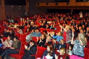 El público presente fue protagonista de los festejos del Grupo Vibración.