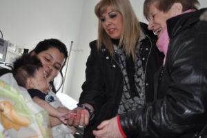 Los abuelos realizaron entrega de elementos para los niños internados en el Hospital Regional Río Grande.