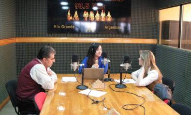 Los neurosicoeducadores Alejandra Nicolosi y Mario Gallar, visitaron los estudios de Radio Universidad (93.5 MHZ).