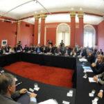 Bertone firmó la devolución del 15% de coparticipación