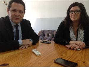 El Defensor Mayor, el Dr. Aníbal Acosta, junto a la pro secretaria Administrativa, la Dra. Mariana Montero, momentos previos a iniciar la atención en el CGP Padre Zink.