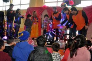 Multitudinaria kermesse solidaria en el colegio Antártida Argentina.