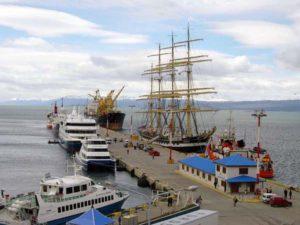 Empleados del puerto de Ushuaia se encuentran realizando asambleas y paros momentáneos ante el reclamo de una recomposición salarial.