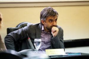 El concejal de Río Grande Paulino Rossi ratificó ayer su decisión de sumarse en la interna por la renovación de autoridades de la UCR, aunque no define todavía si disputará la presidencia.