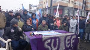 Después de 136 días de acampe en Río Grande, ayer la Unión de Gremios levantó la medida y dieron una conferencia de prensa.