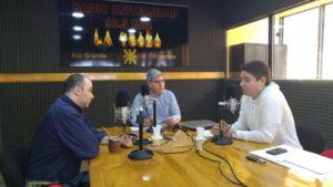 """El diputado del FPV Martín Pérez disparó críticas por Radio Universidad (93.5 MHZ) en el programa 'Dos Preguntan' contra la gestión Bertone, el gobierno de Macri y sus sucesores en el PAMI, adelantando que no acatarán el pedido de colaboración del gobierno provincial para que voten el presupuesto oficial, """"a cambio de obras para la provincia que ni siquiera están incluidas"""", dijo."""