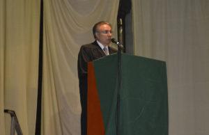 El Decano de la Facultad Regional Río Grande, Ingeniero Mario Ferreyra, participó de la ceremonia de colación de grados en la UCES.