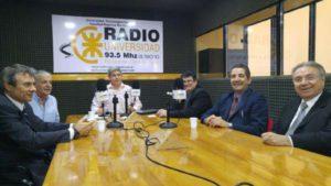 Los decanos y representantes de la UTN de distintos puntos del país en el programa 'Buscando el Equilibrio' que se emite por Radio Universidad (93.5 MHZ), que conduce el director de la emisora, Alberto Centurión.