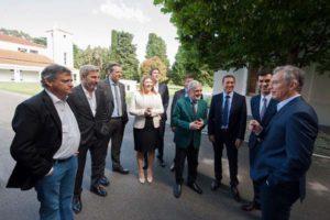 El presidente Mauricio Macri recibió ayer por la mañana en la residencia de Olivos a ocho gobernadores que se mostraron de acuerdo con la iniciativa oficial.