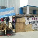 Trabajadores de IFSA montaron una carpa en la puerta de la empresa