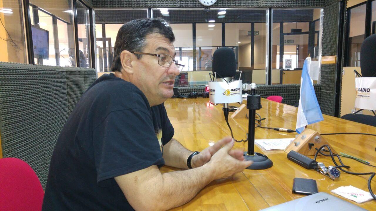 El ingeniero Álvarez visitó los estudios de Radio Universidad (93.5 MHZ)