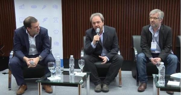 """El Ministro Koremblit destacó que se espera con sumo interés el comienzo de este Proyecto Emblema Nacional, que generará fuentes de trabajo a lo largo del mismo y dejará un importante valor agregado que pueda servir como un ejemplo para la Provincia y también para la región patagónica""""."""