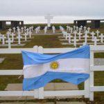Argentina y Gran Bretaña acordaron iniciar la identificación de los soldados NN y reanudar los vuelos