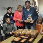 Pan dulce y budín para un centenar de familias vulnerables