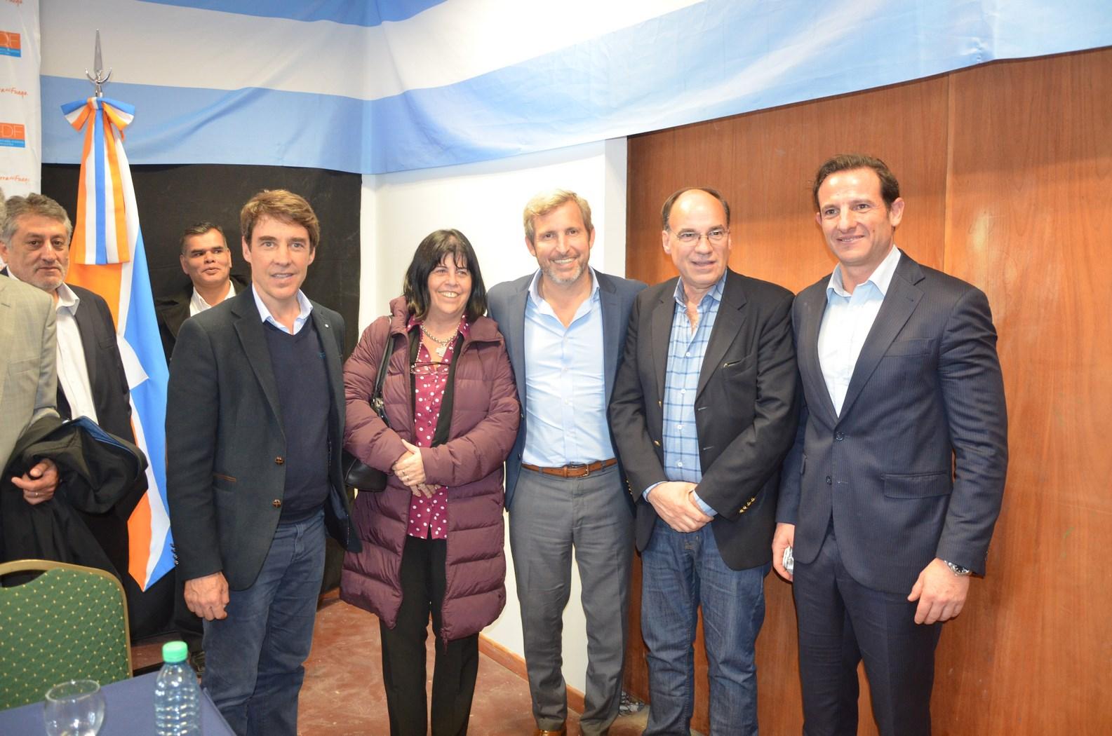 El ministro Frigerio junto a los referentes del PRO de Tierra del Fuego.