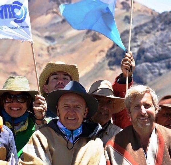 El Ministro del Interior de la Nación, Rogelio Frigerio, acompañando el Cruce de los Andes.