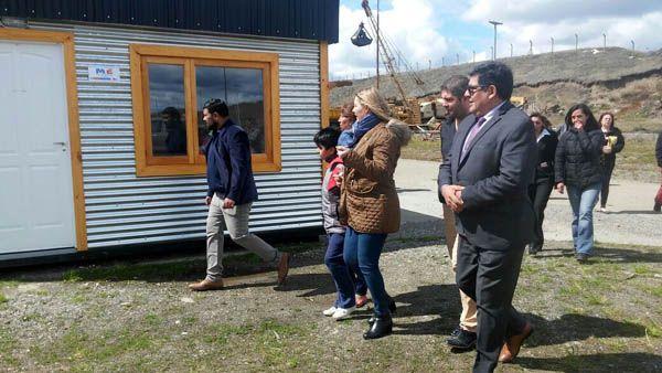 También Bertone y Arcando entregaron viviendas provisorias a familias vulnerables.