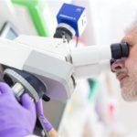 Salud incorpora dos bioquímicos
