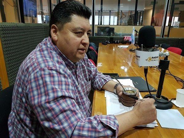 """El comisario mayor Daniel Moraga, a cargo de la seguridad en la zona norte, visitó los estudios de Radio Universidad 93.5 para dialogar con """"Dos Preguntan""""."""