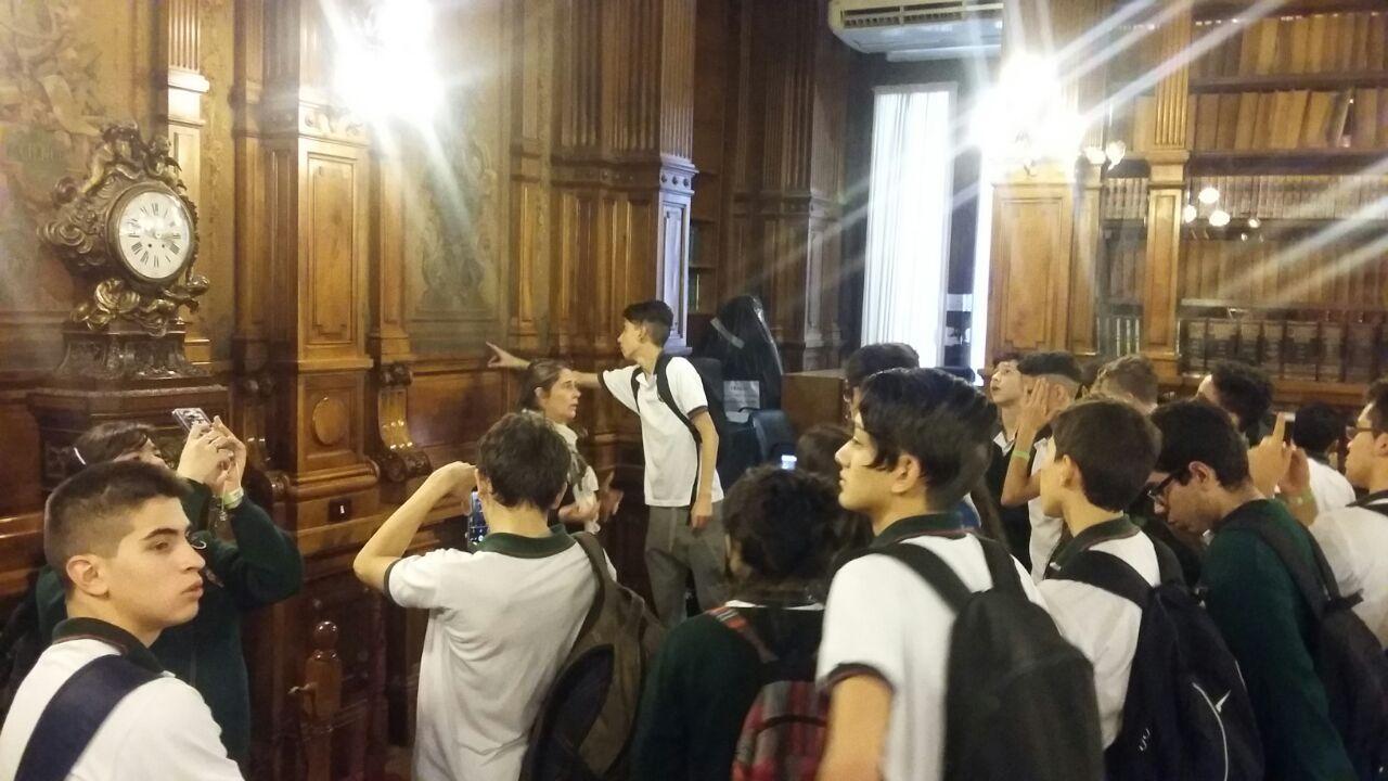 Los alumnos del CIEU visitaron la Biblioteca Nacional de los Maestros.