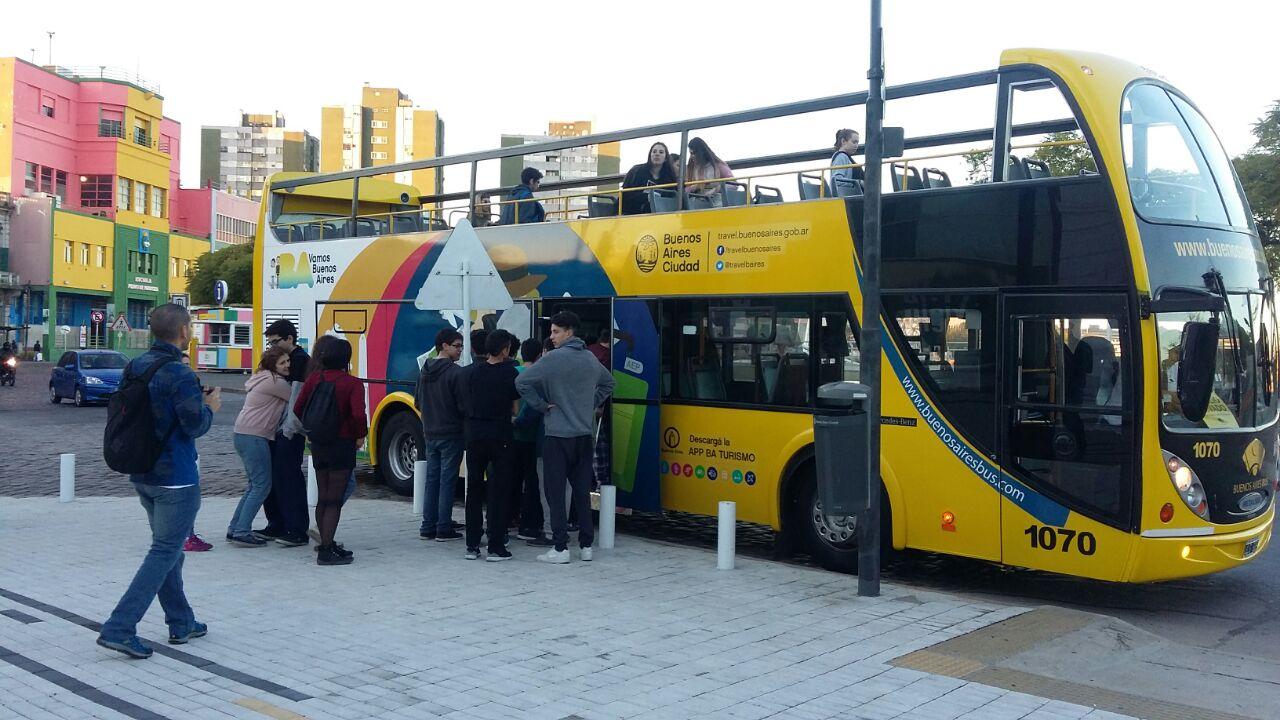 Al llegar a Buenos Aires, los alumnos de 5to año ya tenían planeado un recorrido por los diferentes circuitos en la Ciudad de Buenos Aires que ofrece el bus turístico.