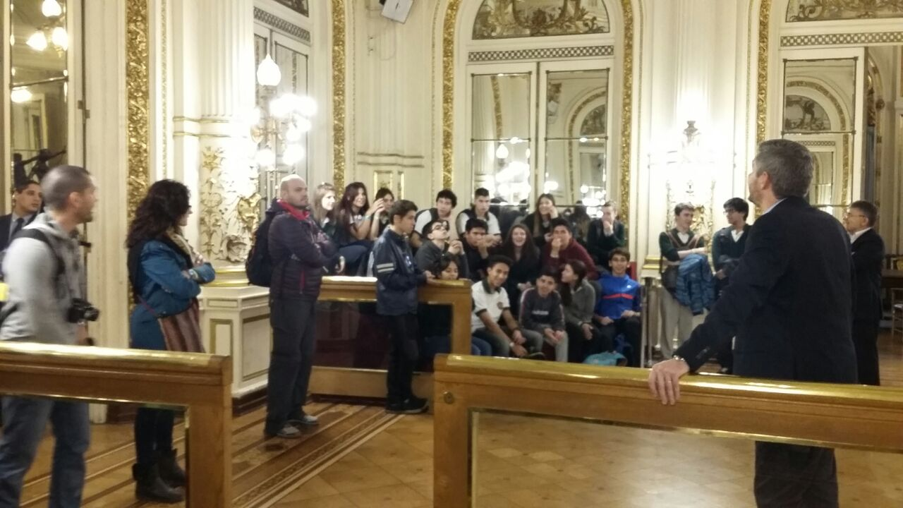 El Jefe de Gabinete de la Nación, Marcos Peña, recibió a los 35 alumnos de 5to año del CIEU en la Casa Rosada.