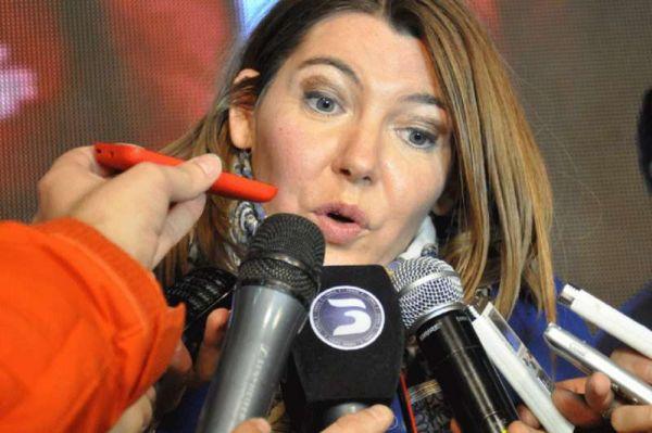 La gobernadora Rosana Bertone reveló que el pago de salarios en la provincia y de los aumentos otorgados a los distintos escalafones, es posible por aportes del tesoro de la nación -ATN- además de adelantos de coparticipación.