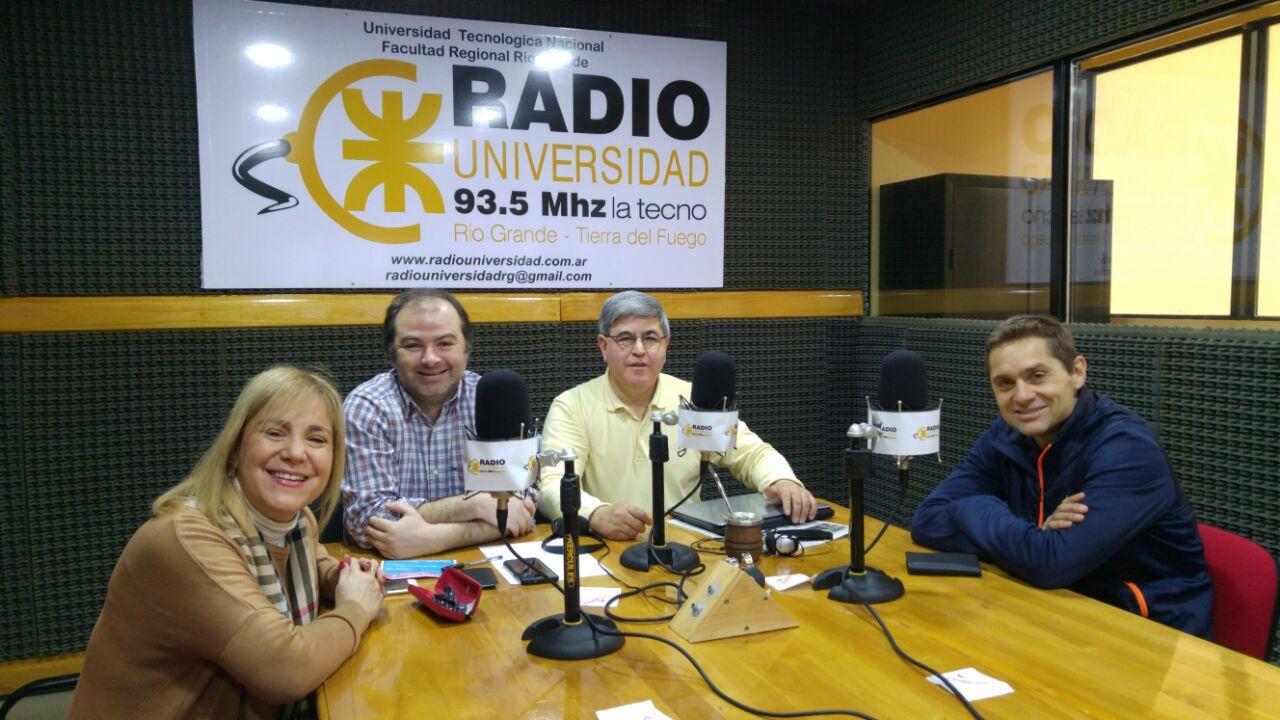 Los candidatos a diputados por UnirTDF visitaron los estudios de Radio Universidad (93.5).