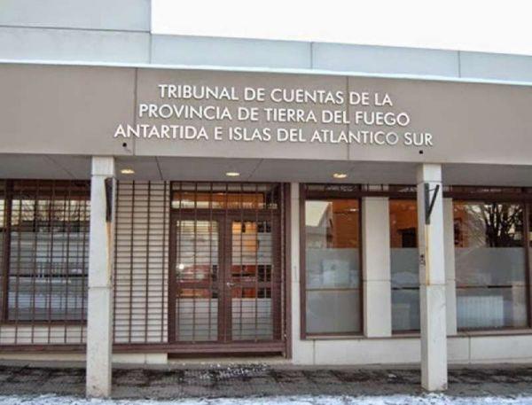 El legislador del MPF Pablo Villegas dio a conocer ayer a Radio Universidad 93.5 la presentación realizada esta semana ante el Tribunal de Cuentas, con el fin de acceder al expediente del endeudamiento en 200 millones de dólares que tomó la provincia, y el destino de esos fondos.