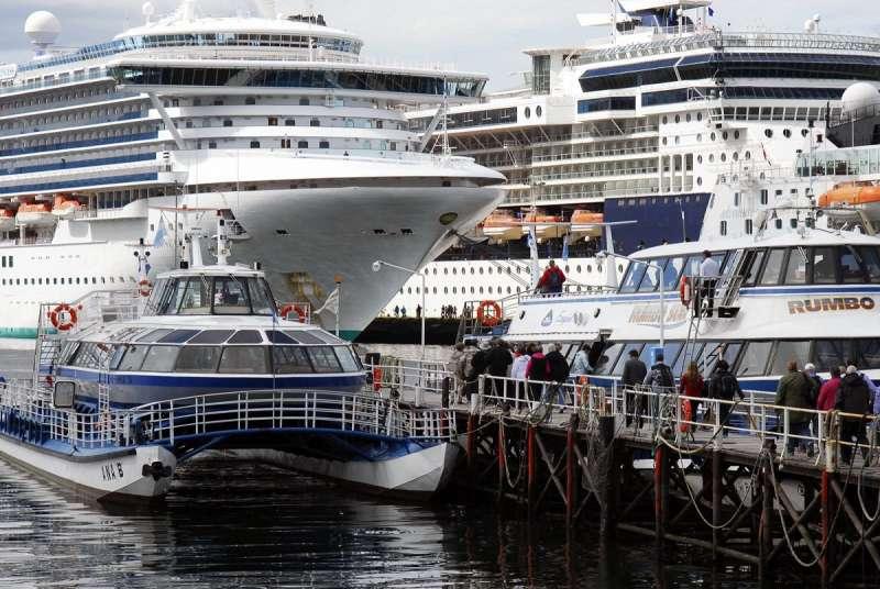 """""""Esta semana comienza la temporada de cruceros con la llegada del buque Australis, que normalmente hace la apertura de la temporada 2017-2018, y posteriormente comienzan a llegar todos los barcos que van a hacer la temporada, mientras que a partir de noviembre comienzan a llegar los cruceros grandes"""", comentó."""