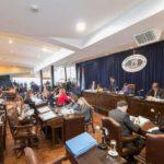 Con cruces entre el FPV y el MPF, se aprobó el convenio con YPF y el nuevo menú de obras